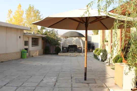 ویلای حیاط دار با استخر آب گرم