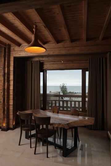 کلبه لاکچری چوبی ساحلی استخردار (چالکرود )