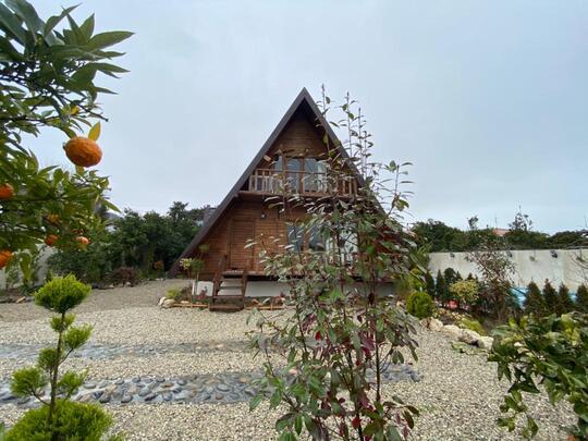 کلبه چوبی لاکچری  استخر روباز