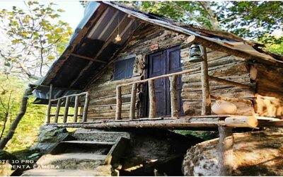 کلبه چوبی کمپی سنگی